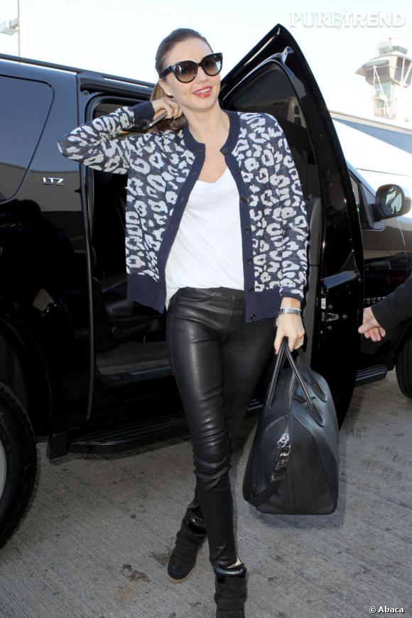 Miranda Kerr s'apprête à prendre l'avion... en tenue mode !