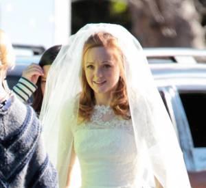 """Jayma Mays, alias Emma dans la série """"Glee"""", a enfin enfilé la robe blanche ! Un mariage se profile-t-il dans la série ?"""
