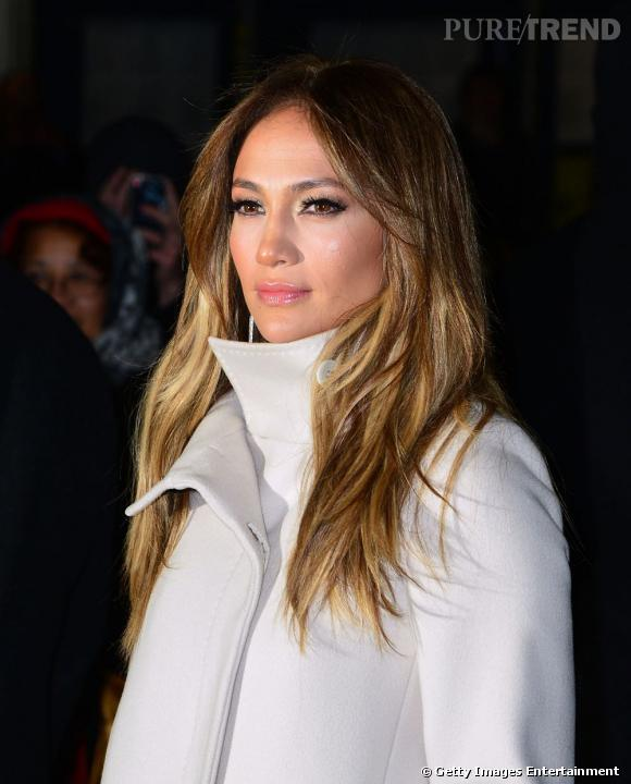 """Jennifer Lopez lors d'une projection de """"Parker"""" à New York affronte le froid avec allure."""