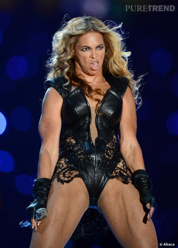 Beyoncé a esquissé quelques belles grimaces pendant le Superbowl 2013... Des grimaces que les paparazzis ont évidemment immortalisées !
