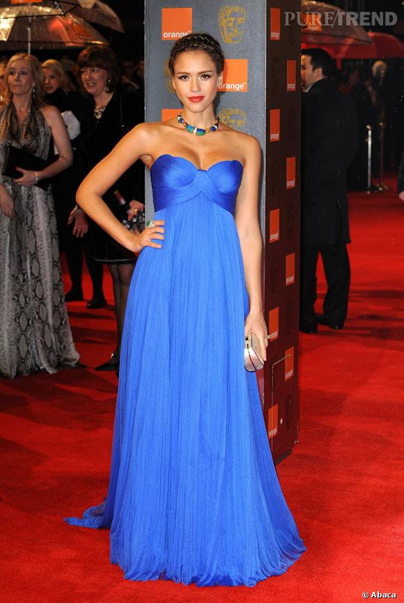 Jessica Alba aux Bafta Awards 2011 porte une robe Atelier Versace.
