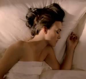 Keira Knightley, sensuelle dans la campagne de Coco Mademoiselle de Chanel.