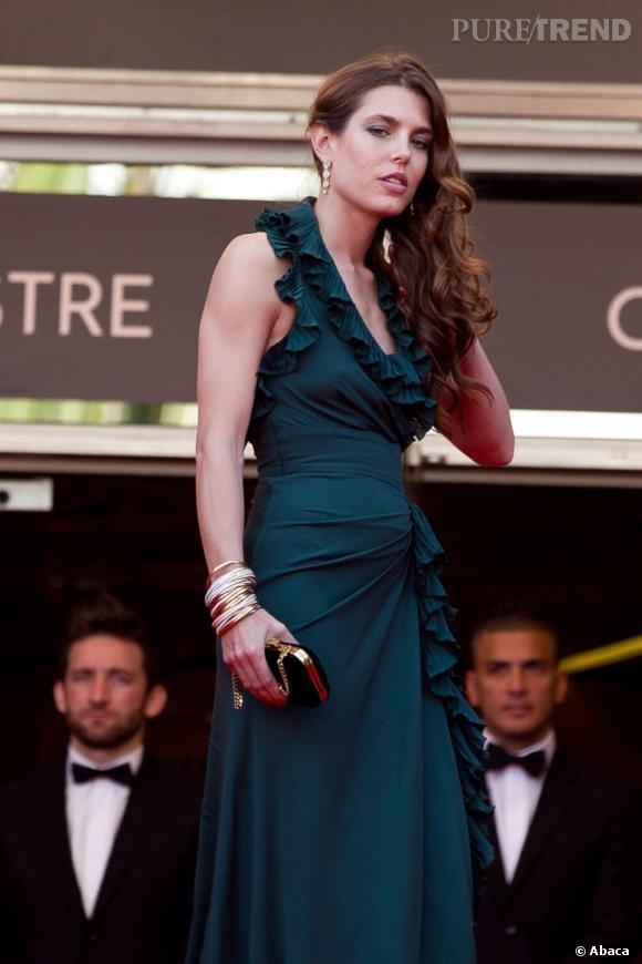 Charlotte Casiraghi avec sa crinière ondulée.