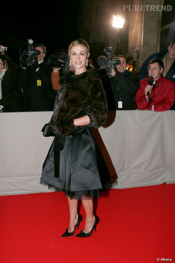 De plus en plus chic, Cécile de France mise sur le tulle et la fourrure sur tapis rouge.