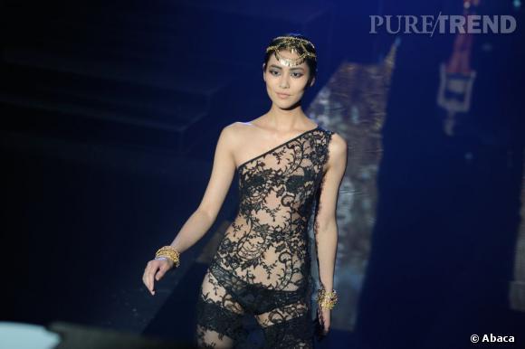"""Le défilé Etam Live Show 2013 : """"Girls Only"""" à la Bourse de Commerce pendant la Fashion Week de Paris"""