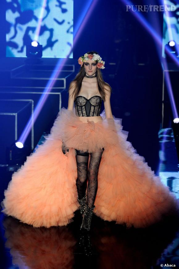 """Pour son défilé Etam Live Show """"Girls Only"""", l'enseigne présente ses collections lingerie, maillots et Natalia Vodianova pour Etam Printemps-Eté 2013"""