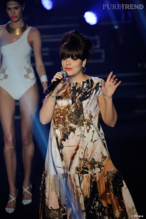 """Lily Allen en live au défilé Etam 2013 : """"Girls Only"""" !"""