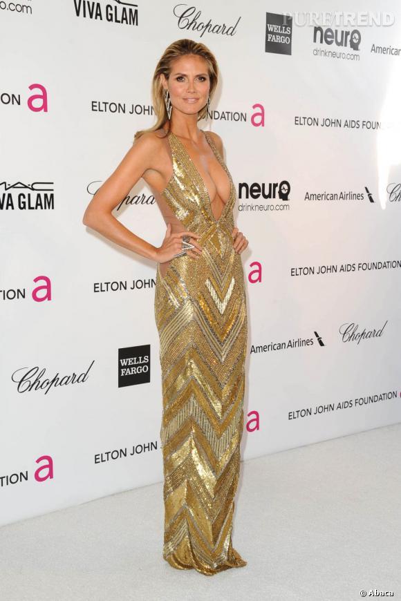 Heidi Klum fait son show avec un décolleté à tomber en Julien Macdonald lors de la 21ème soirée Oscars Elton John et la fondation AIDS.
