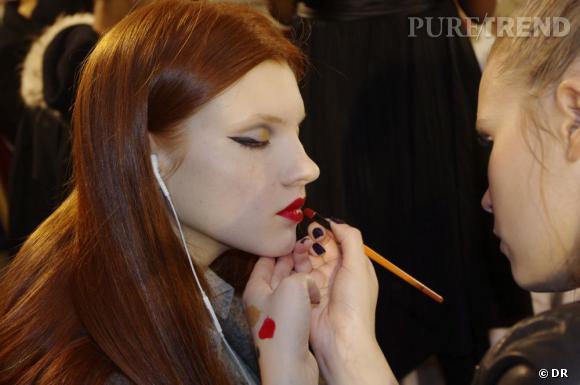Pour compléter ce maquillage hollywoodien, la bouche rouge est un indispensable.