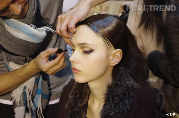 Pour compenser le liner épais, une bonne couche de mascara est nécessaire.