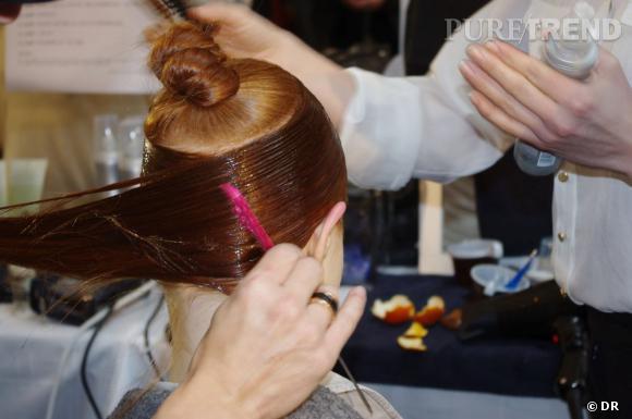 Le tout est lissé au peigne puis secher au sèche cheveux.