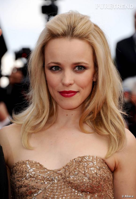 """Le match """"bouche rouge"""" :  Jolie apparition pour Rachel McAdams sur le tapis rouge du Festival de Cannes. On aime sa bouche effet velours, glamour à souhait."""