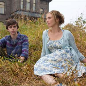 """Freddie Highmore incarne Norman Bates dans """"Bates Motel"""", une série qui s'intéresse à l'adolescence du psychopathe."""