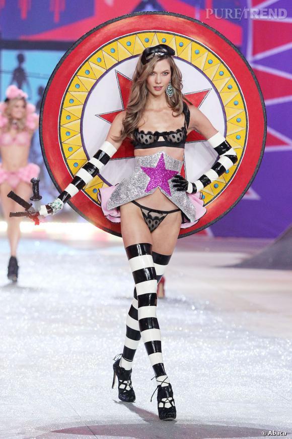 Karlie Kloss lors du défilé 2012 Victoria's Secret.
