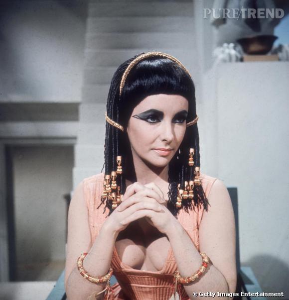 Elizabeth Taylor dans le film Cléopâtre, un succès fulgurant.
