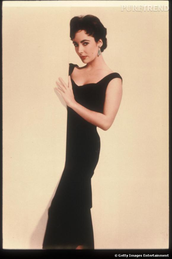 En longue robe noire, l'actrice parvenait toujours à se démarquer de par sa grâce.