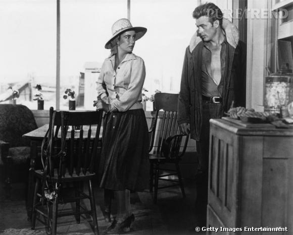 Elizabeth Taylor au côté de James Dean. Elle affiche sa prédilection pour les chapeaux jusque dans les films.