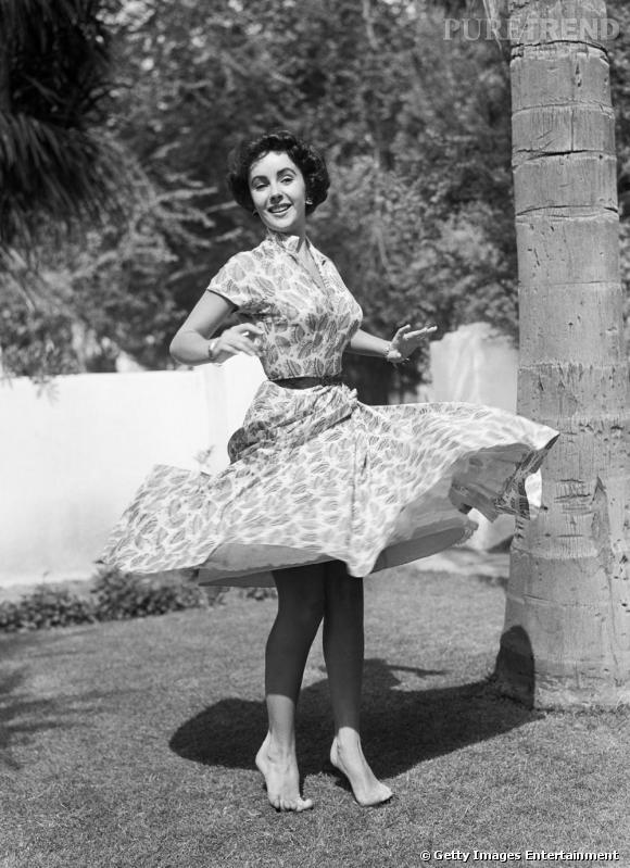 Elizabeth Taylor, en robe babydoll tourbillonnant.