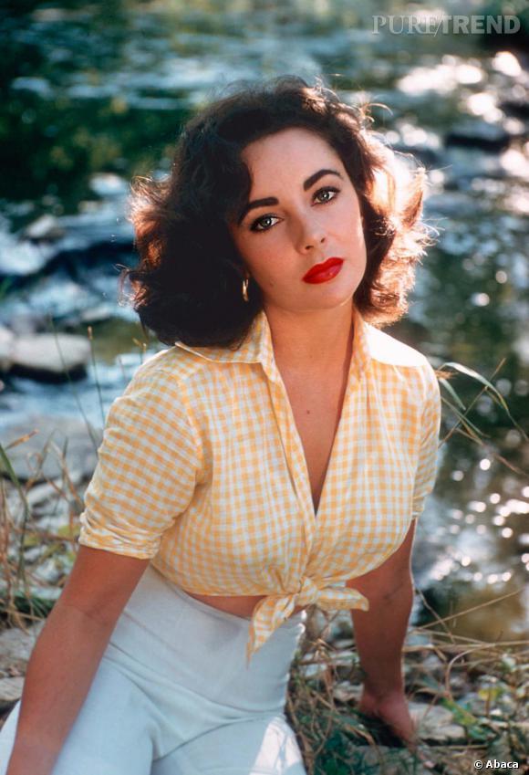 Ici portant une mini chemise imprimée vichy, l'actrice conforte sa place parmi les plus belles femmes du monde. Elle est également l'un des ambassadrice du make up glamour.