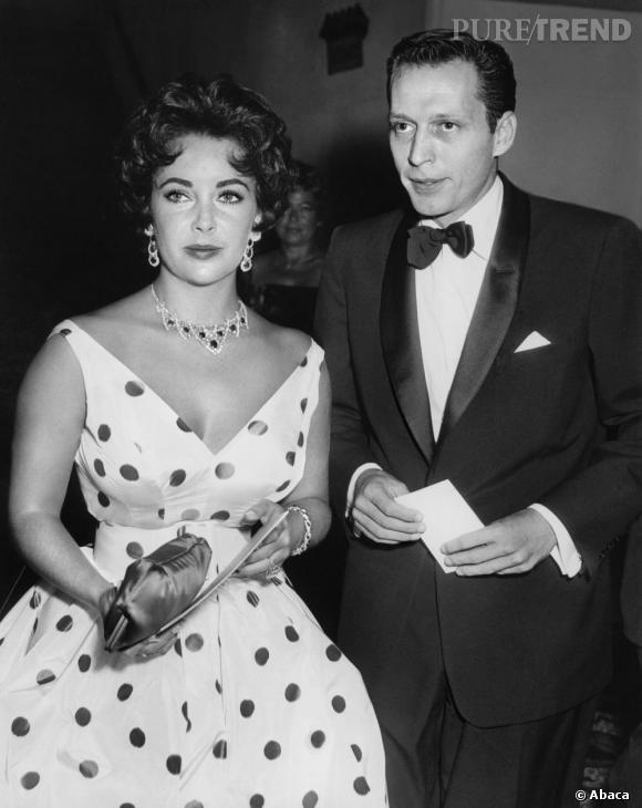 Parrure haute joaillerie, décolleté à tomber et robe fifties, Liz Taylor est au comble du glamour dans les années 60.