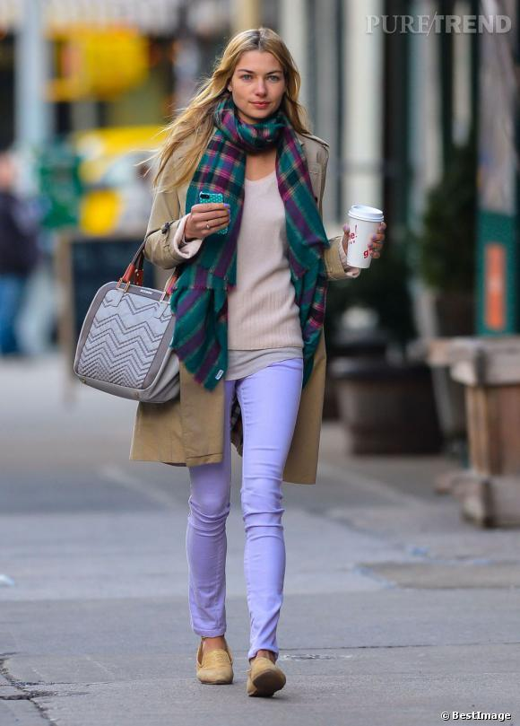 Jessica Hart, look acidulée à New York.