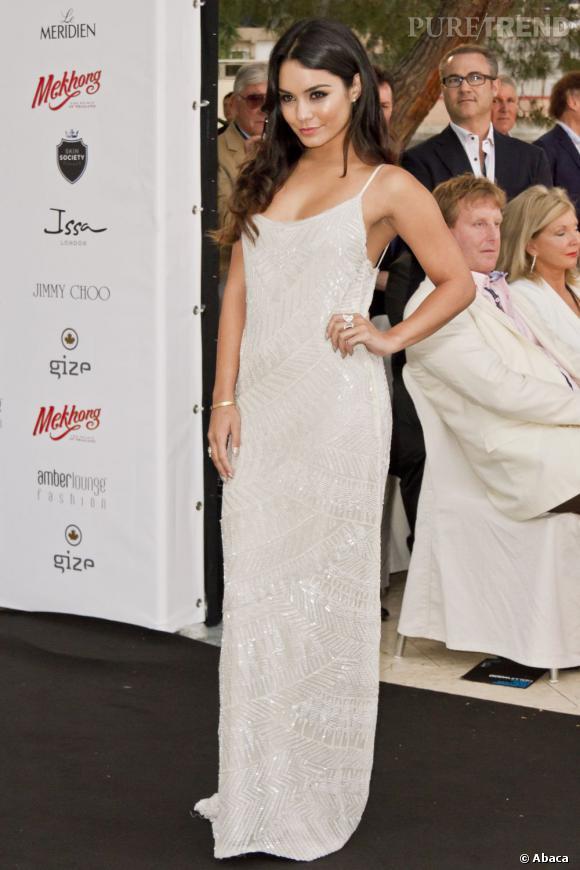Vanessa Hudgens : la robe de vestale faussement innocente.