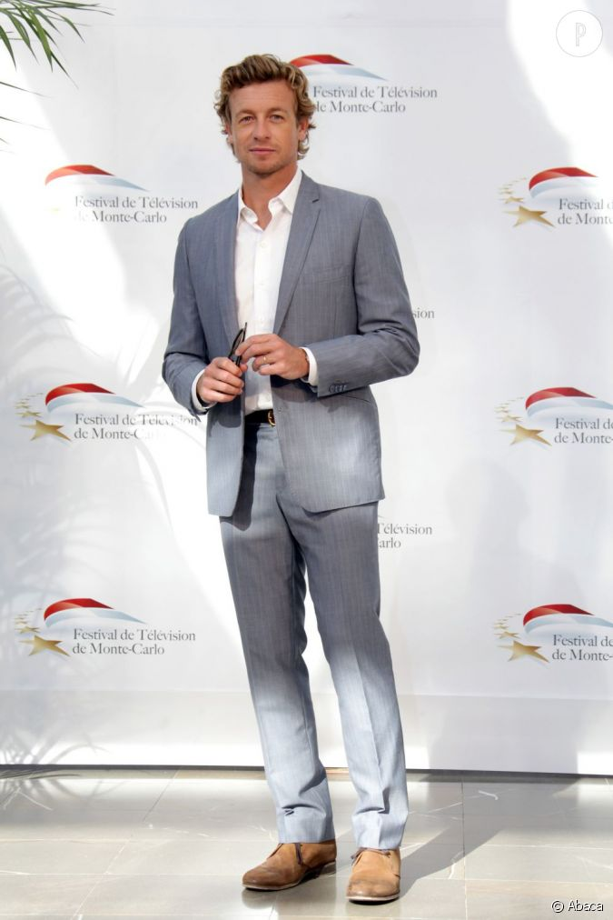 simon baker en 2010 au festival de monte carlo il assume le costume d contract gris p le et. Black Bedroom Furniture Sets. Home Design Ideas