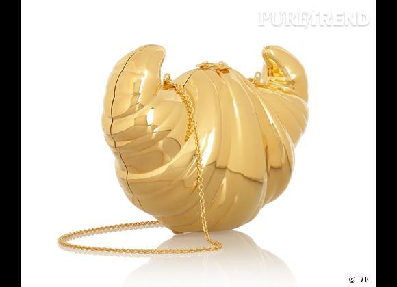 Tendance accessoires : tout est dans la boîte ! Sélection d'it-bags Minaudière Croissant, Charlotte Olympia, 1295 € sur Net-a-porter.com