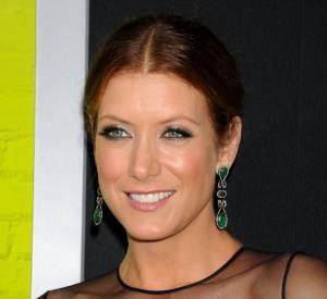 Les reflets roux de Kate Walsh mettent en valeur son teint.