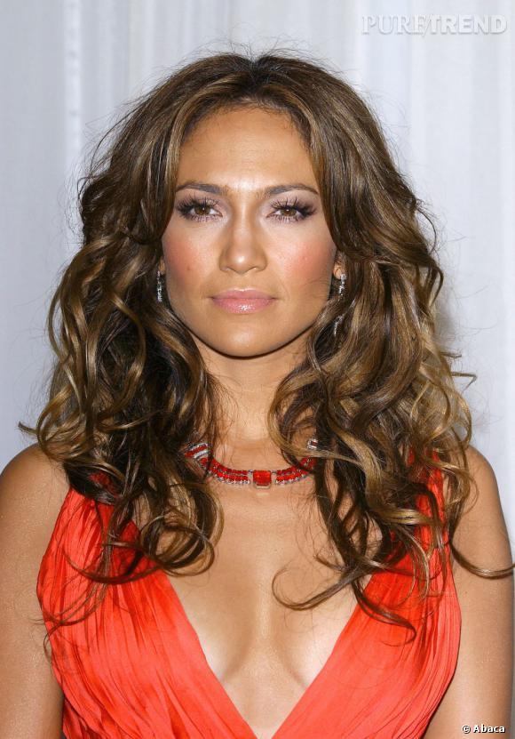 Le top brushing XXL :  On préfère cette version bouclée et wild qui donne du sex-appeal à Jennifer Lopez.