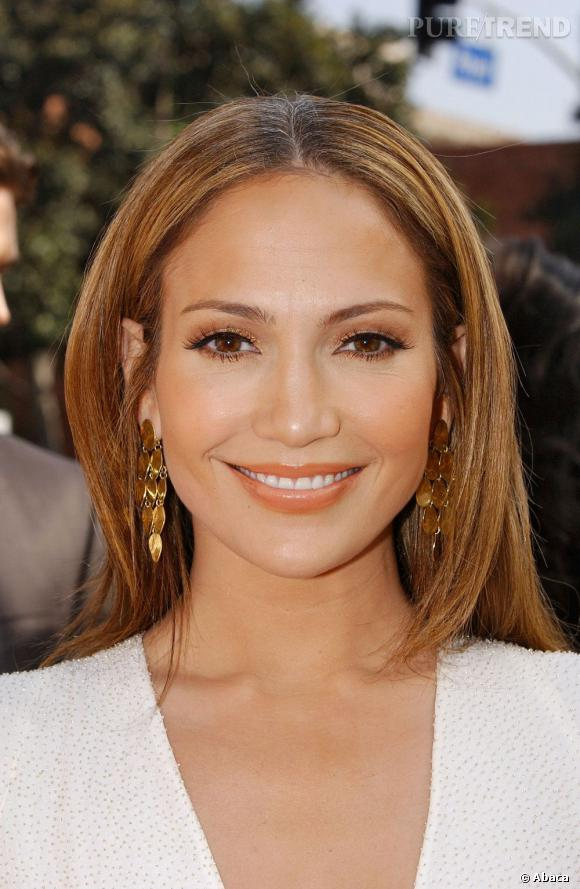 Le top beauté :  Jennifer Lopez, rayonnante avec un teint hâlé juste ce qu'il faut, une bouche abricot tendre un regard maquillé ce qu'il faut.