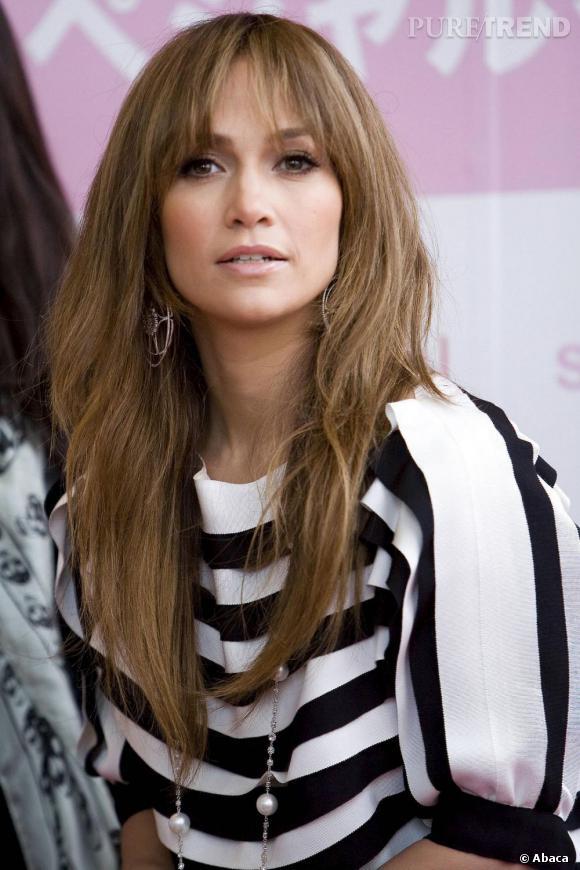 Le top frange :  La frange est toujours un peu longue, mais le rendu sur Jennifer Lopez est plus réussi.