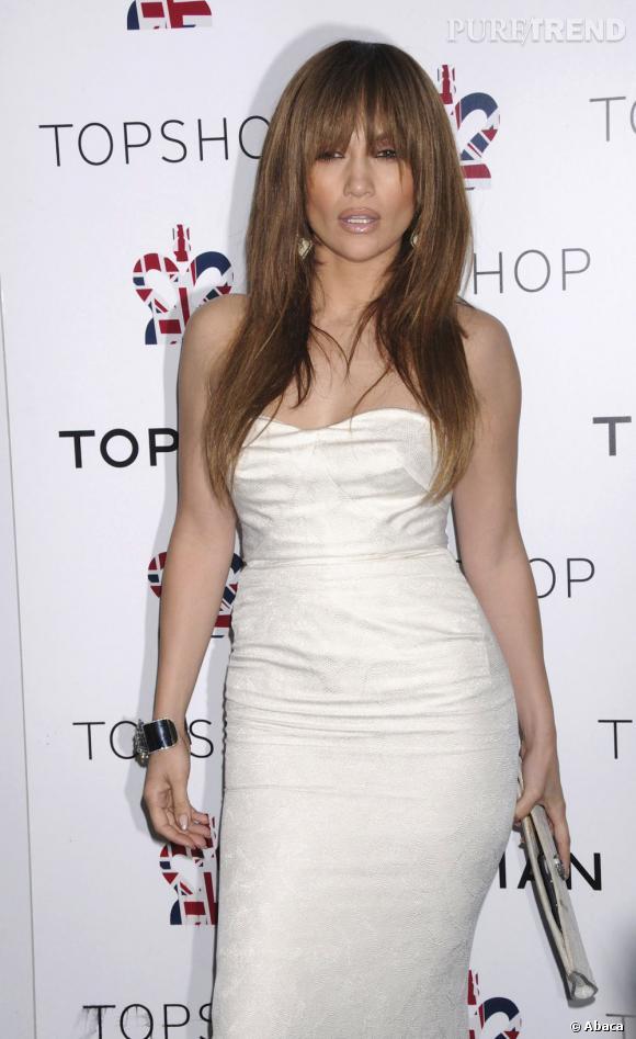 Le flop frange :  Aïe, avec sa frange trop longue, Jennifer Lopez ne risque pas de voir grand chose.