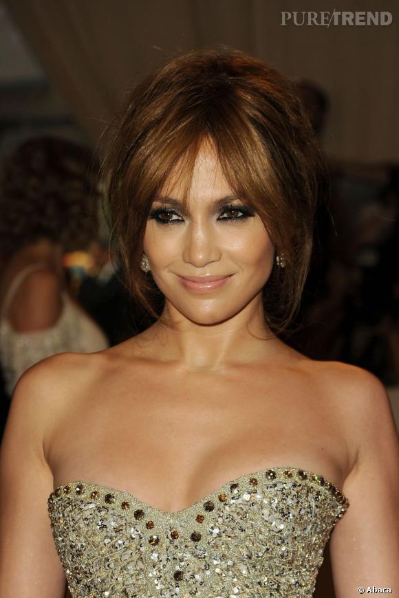 Le top chignon XXL :  Là, le volume est présent mais bien dosé et harmonieusement réparti. Jennifer Lopez est au top.