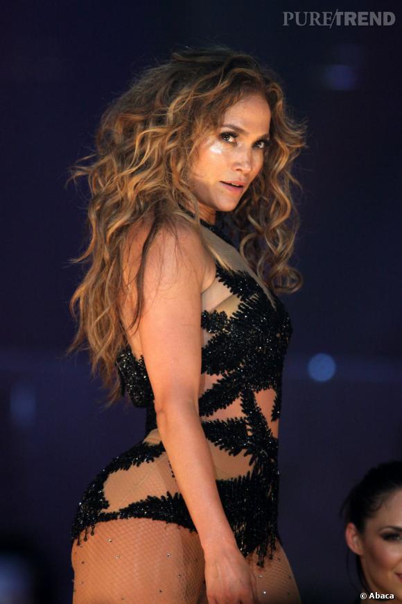Le top beauty look de scène :  Quand Jennifer Lopez lâche sa crinière, le sex-appeal est à son maximum.
