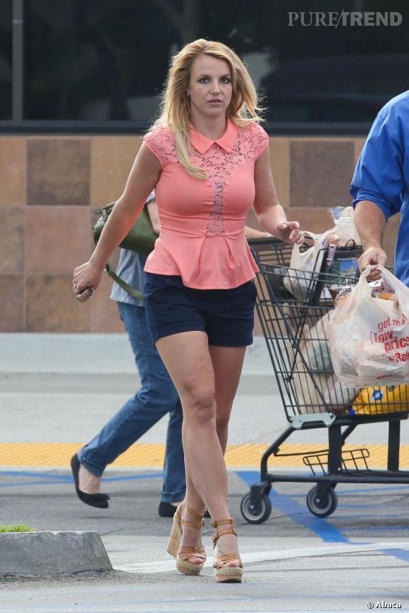 """Britney Spears se remet tranquillement au travail. Son prochain single ? La chanson """"Ooh La La"""" pour """"Les Schtroumpfs 2""""."""
