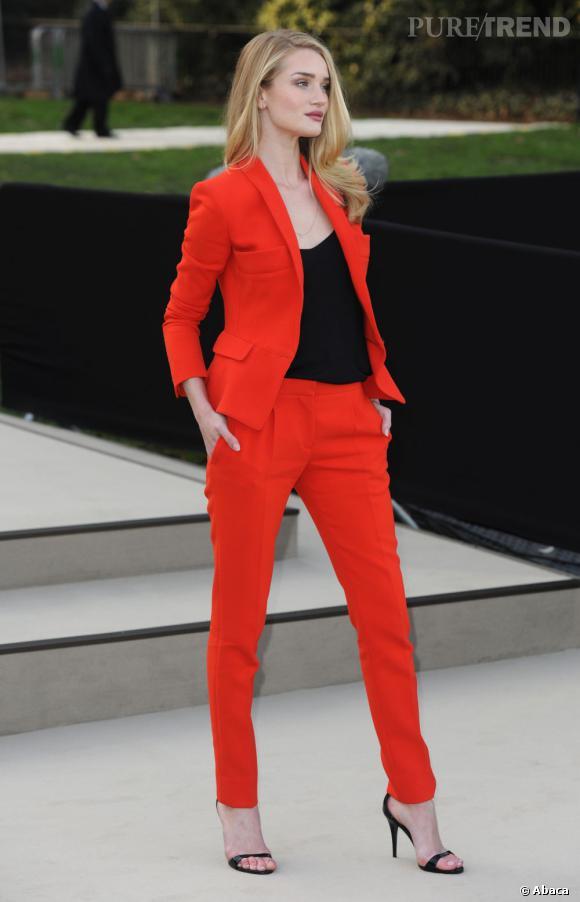La top model est aussi une véritable fashionista qui fait forte impression lors des défilés.