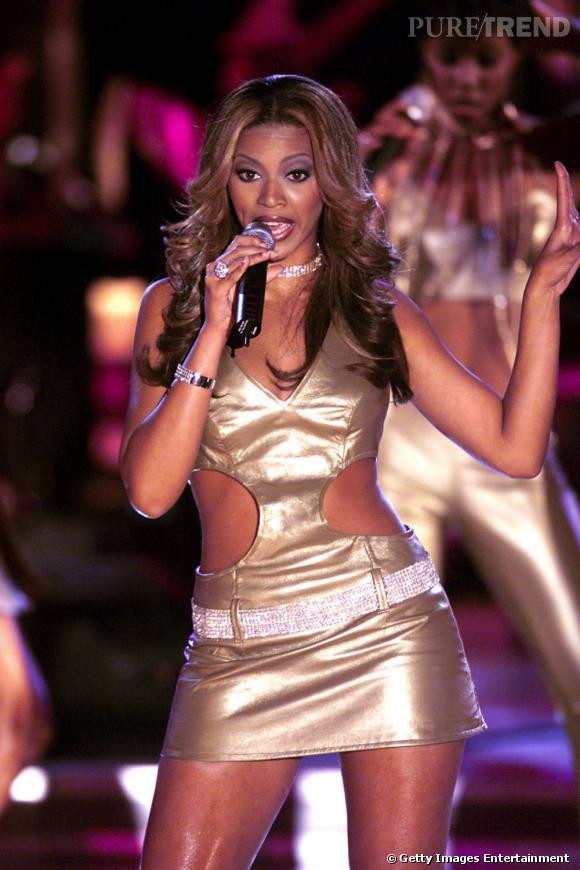 Beyoncé avait déjà le goût pour le doré avec cette mini-robe en 2000.