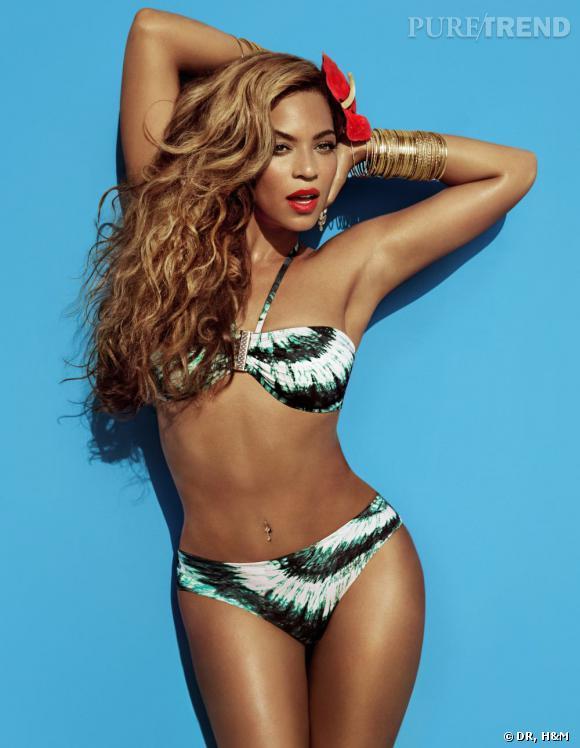 58ecf60c84 Beyoncé sexy dans un bikini imprimé d'inspiration tissus africains.