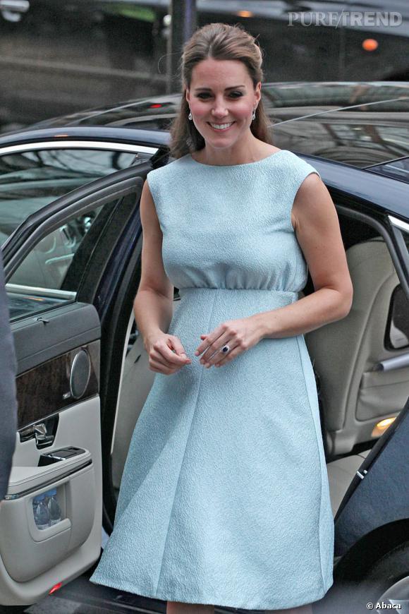 Kate Middleton en visite à la Salle d'Art, une organisation caritative pour les enfants, le 24 avril 2013, à Londres.
