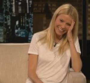 """Dans l'extrait de l'émission """"Chelsea Lately"""", on voit Gwyneth Paltrow piquer un fard."""