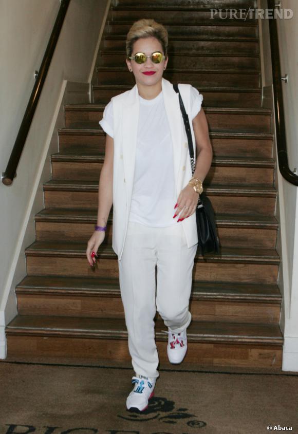 Rita Ora : son total look blanc et ses baskets de running, le flop !
