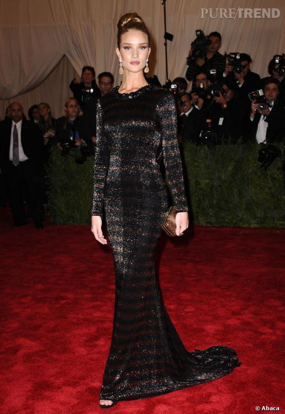 Le Gala du Met Costume Institute en 2012 : Rosie Huntington-Whiteley en Burberry Prorsum.