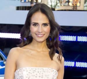 Jordana Brewster porte une robe bustier et des bijoux Solange Partridge.