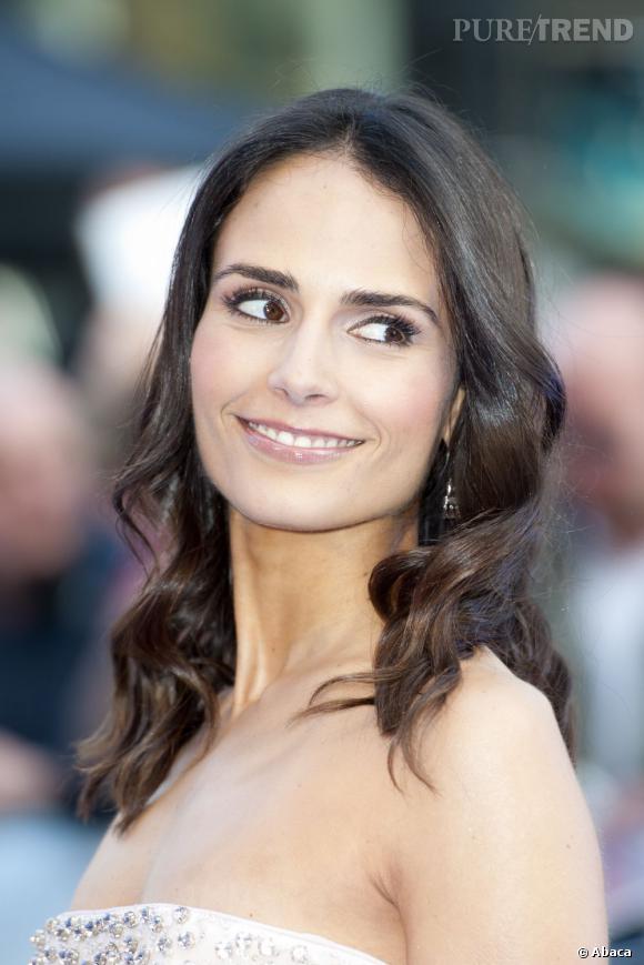 Jordana Brewster mise sur un beauty-look simple mais efficace.