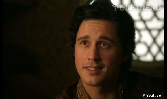 """Peter Gadiot, séduisant pour """"Once Upon A Time in Wonderland""""."""