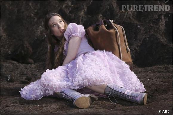 Sophie Lowe joue Alice, une jeune fille qui finit dans un asile de fous après avoir raconté ses aventures dans Wonderland.