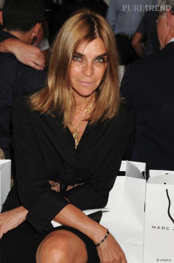 Carine Roitfeld organise le défilé avec Love Gold au dîner de l'amfAR.