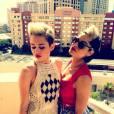 Miley Cyrus prend la pose avant d'aller aux Billboard Music Awards dans sa combinaison Balmain.