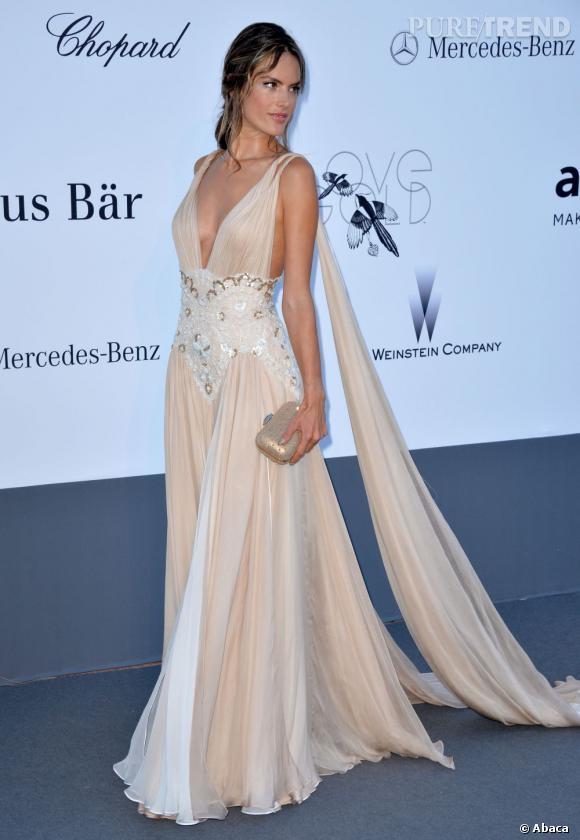 Alessandra Ambrosio, féerique dans une robe Zuhair Murad à l'amfAR 2013, à l'hôtel Eden Roc.